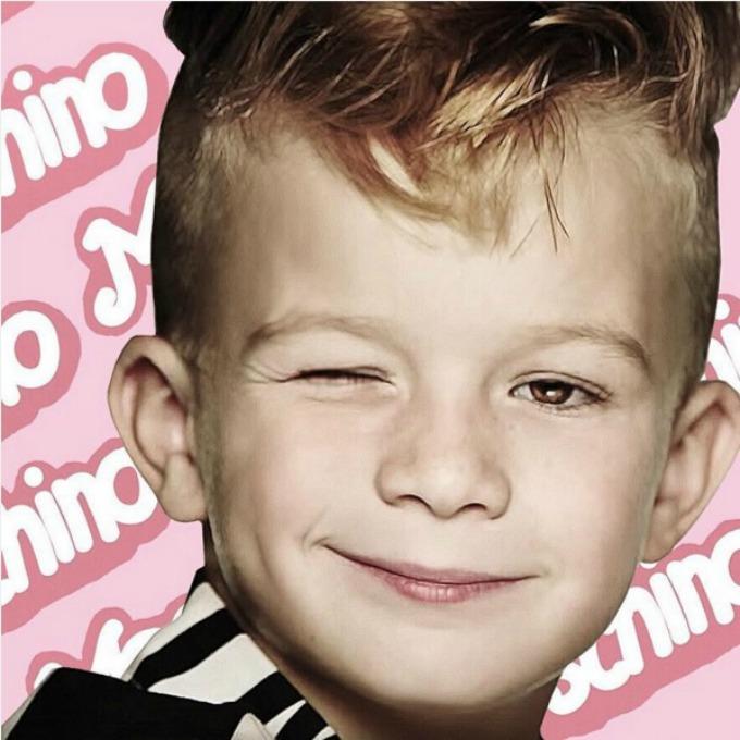 moschino barbie decak 1 Dečak po prvi put u reklami za lutku Barbie