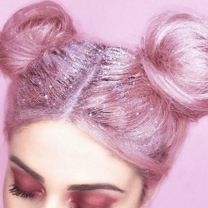 sljokice u kosi 1 Zasijajte punim sjajem sa šljokicama u kosi