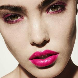 300 pink karmin Kviz: Tvoj idealan outfit za novogodišnju noć