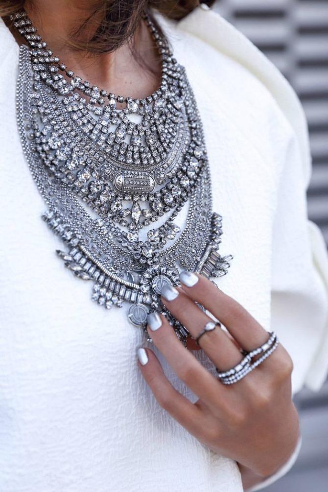 Glomazna srebrna ogrlica Nakit koji će biti u trendu ove zime
