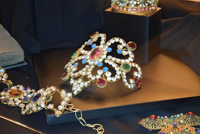 Italijanski institut za kulturu 1 Modno istorijski pregled stilizovanih komada nakita u poslednjih 150 godina