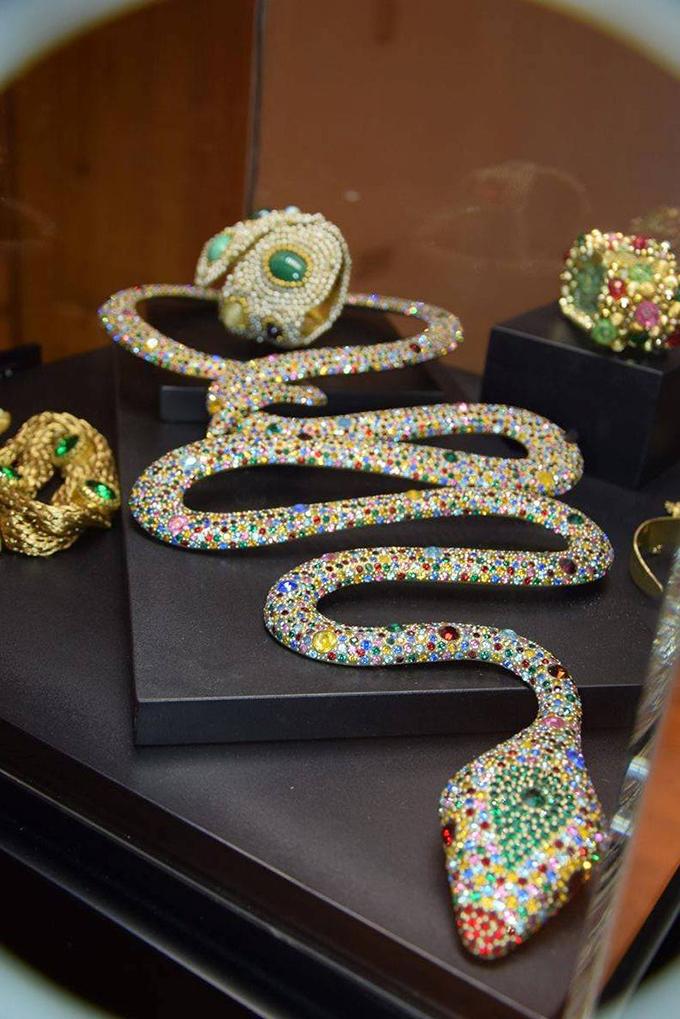 Italijanski institut za kulturu 2 Modno istorijski pregled stilizovanih komada nakita u poslednjih 150 godina