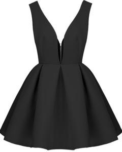 haljina crna 240x300 Kviz: Koji novogodišnji beauty look je za tebe?