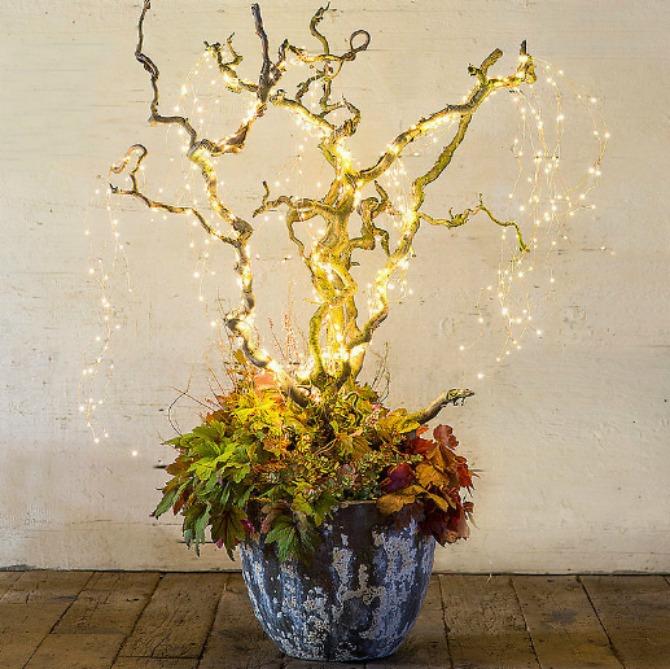 nova godina dekoracija1 Dekorišite dom jelkicama i drvećem koje svetli