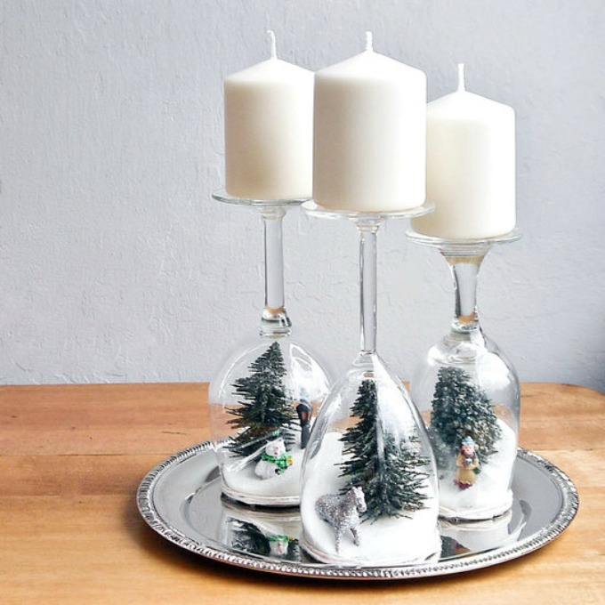 novogodisnja dekoracija od vinskih casa 1 Novogodišnji ukrasi napravljeni od čaša za vino