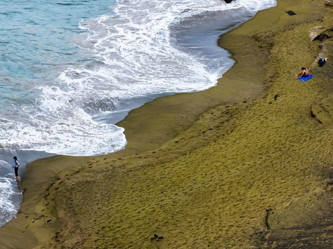 56941da23d0f4e0237b25d6f colorful beaches papakolea hawaii cr alamy Najlepše plaže sa peskom u boji (GALERIJA)