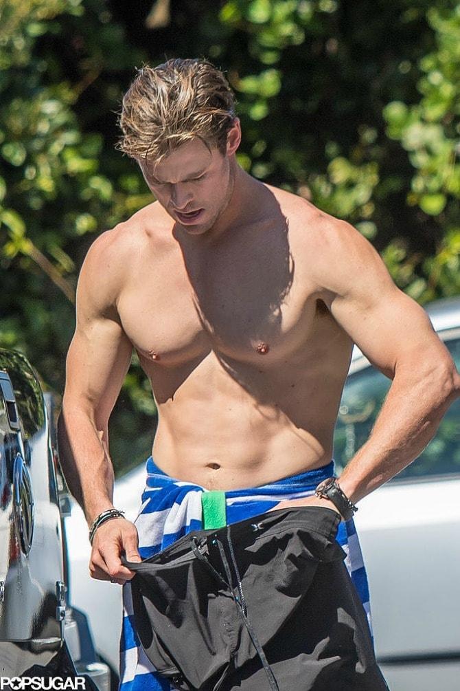 Chris Hemsworth Shirtless After Surfing Pictures min Frajer nedelje: Kris Hemsfort