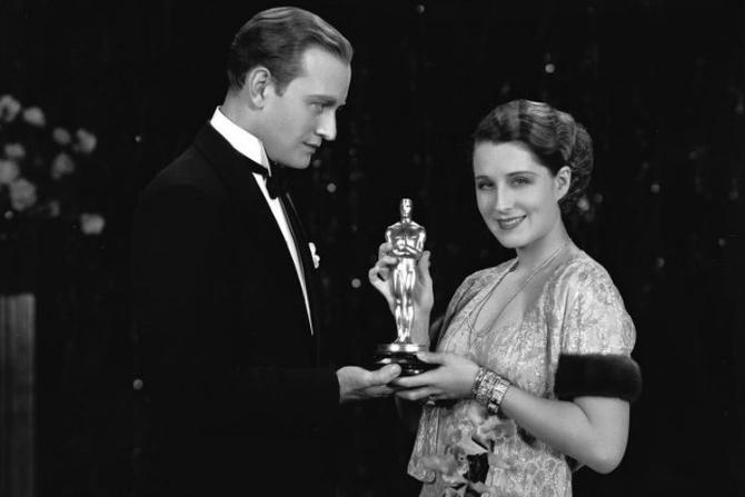 Dvoje2 Najlepše haljine dobitnica Oskara kroz vreme (GALERIJA)