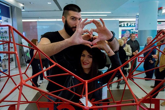 Nichim Izazvan i Iva Chu Poznati parovi postavili prve ljubavne katance i otkrili kako su se upoznali