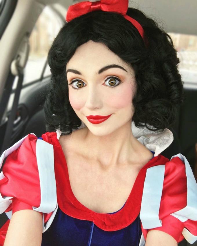 njen posao je da izgleda kao diznijeve princeze 2 Njen POSAO je da izgleda kao Diznijeve princeze