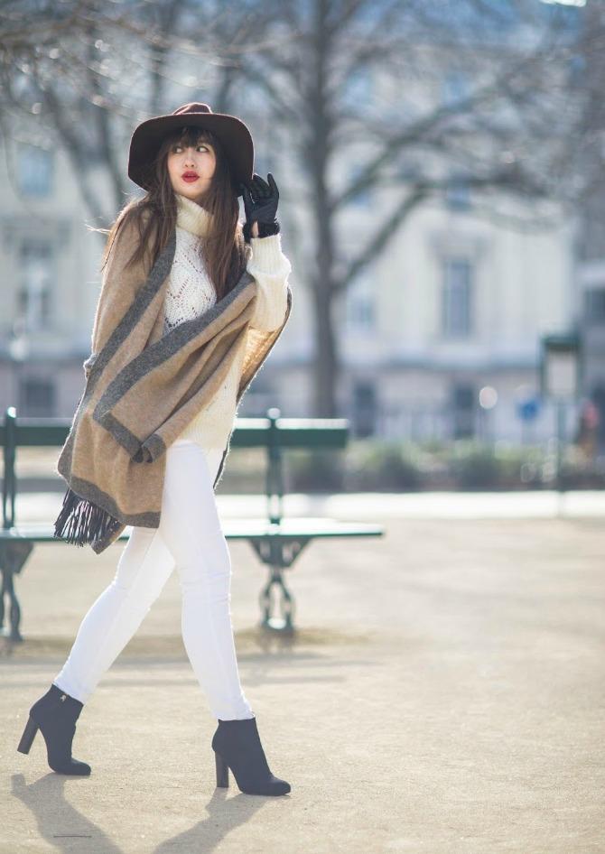 1. blanket scarf with white jeans and leather gloves Izgledajte ŠIK kao dame sa ulica Pariza