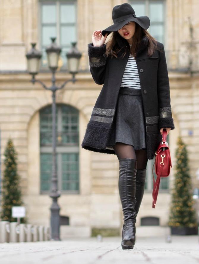 1. floppy hat with striped top and coat with skirt Izgledajte ŠIK kao dame sa ulica Pariza
