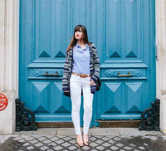 2. button down shirt with white jeans and printed blazer Izgledajte ŠIK kao dame sa ulica Pariza