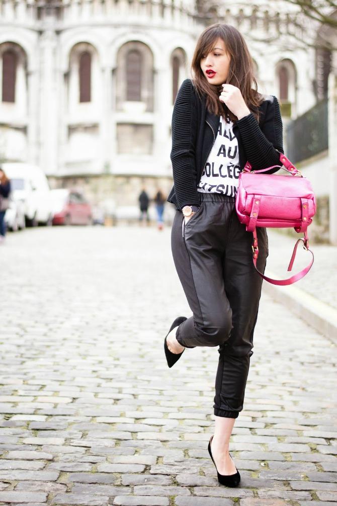 2. chic jogger pants with leather jacket and graphic top Izgledajte ŠIK kao dame sa ulica Pariza