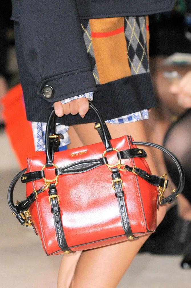 Crvena2 Koji modni detalj je OSVOJIO modne piste?