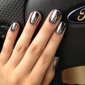 Glamour Black Charming Metallic Nail Polish 300x300 Kviz: Koji komad nakita ti NAJVIŠE odgovara?