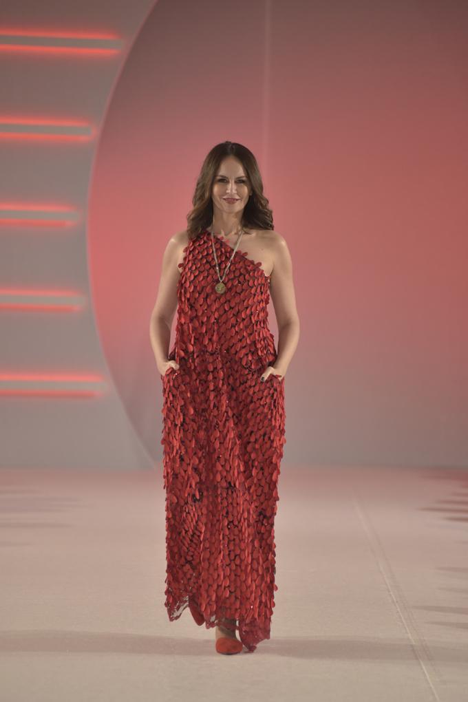 Beba Dragić za Verice Rakocevic Svečano otvaranje 39. BlacknEasy Fashion Week a humanitarnom revijom