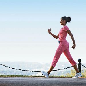 Fitness walking girl Kviz: Koju haljinu treba da nosiš ove sezone?