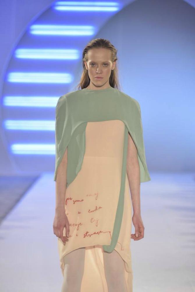 model 2 a Studentkinje Modnog dizajna na Belgrade Fashion Week u