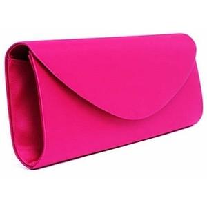 roze torbica Kviz: Koja FRIZURA je za tebe?