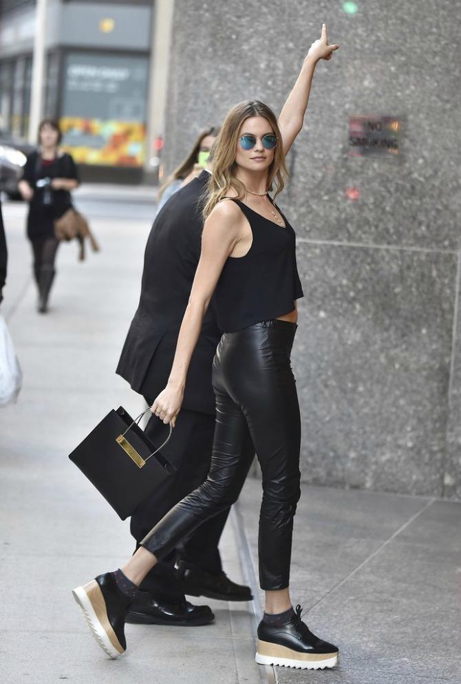 Behati Prinsloo wearing Richer Poorer socks Stella McCartney Street Style izdanja Viktorijinih anđela koje ćeš iskopirati (GALERIJA)