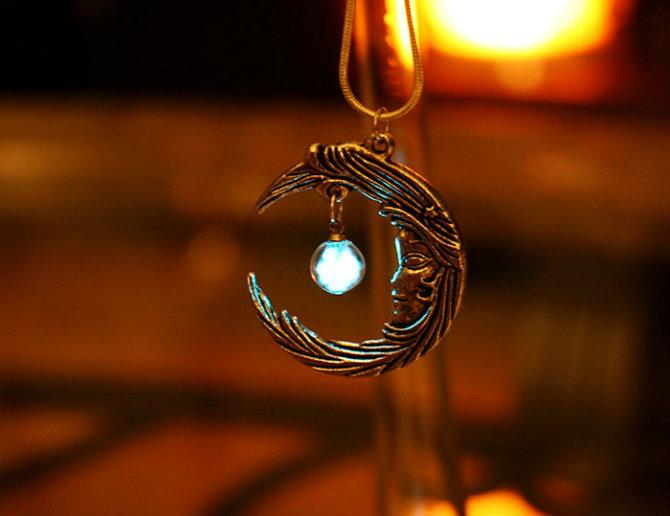 nakit 21 Da li biste nosile nakit koji SVETLI u mraku?