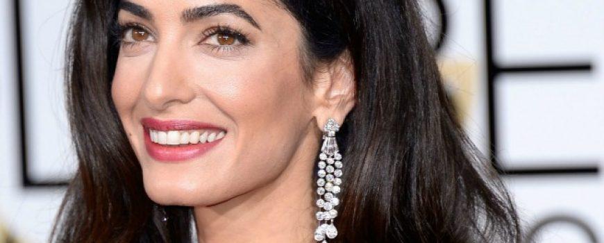 """7 dokaza da Amal Kluni """"KOPIRA"""" stil Džeki Kenedi"""