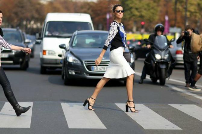 deblje stikle 2 Mini suknja najbolje izgleda uz OVU obuću