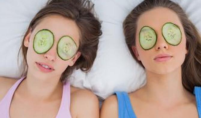krastavac 8 prirodnih namirnica koje će učiniti da tvoja koža lica UVEK bude mlada