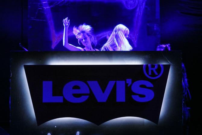Bex Sheers Alix Brown Levi's lansirao modelL 505™C koncertom rok legende Debi Hari