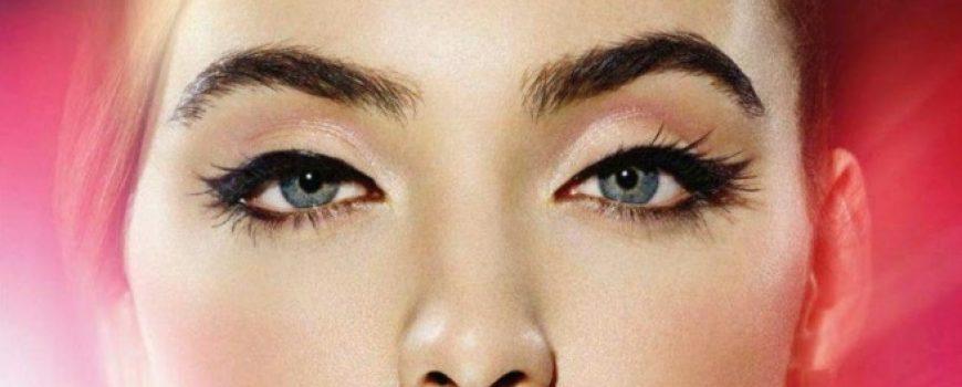 Novi (bizarni) trik beauty blogerki: Kosa umesto obrva (YOUTUBE)