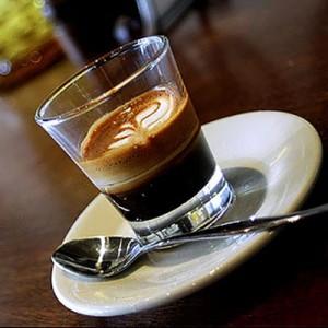 espreso 300x300 KVIZ: Kafa koju piješ otkriva kakav muškarac će te osvojiti!