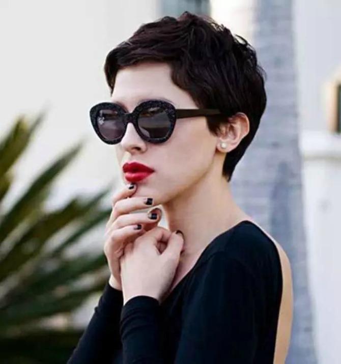 izgledajte zenstveno sa piksi frizurom 3 Izgledajte ženstveno i sa PIKSI frizurom