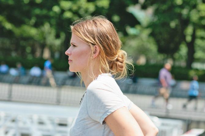 kako da pundjica koju nosi izgleda lepo cak iako je neuredna 3 Evo zašto je messy bun idealna frizura za tebe!