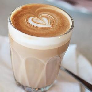latte 300x300 KVIZ: Kafa koju piješ otkriva kakav muškarac će te osvojiti!