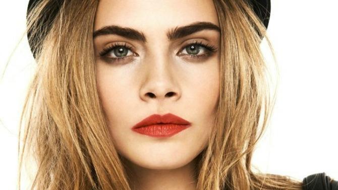 obrva 2 Novi (bizarni) trik beauty blogerki: Kosa umesto obrva (YOUTUBE)