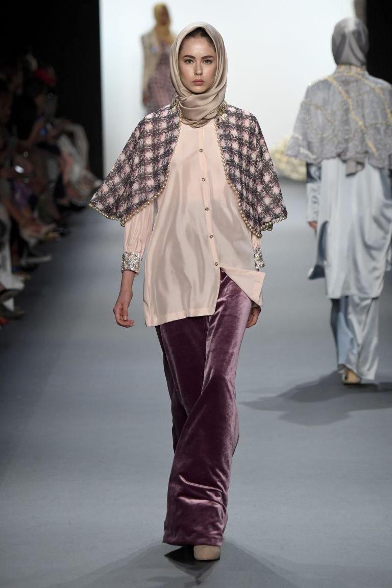 Aniesa Hasibuan 7 Aniesa Hasibuan: Prva dizajnerka koja je predstavila HIDŽAB na Nedelji mode