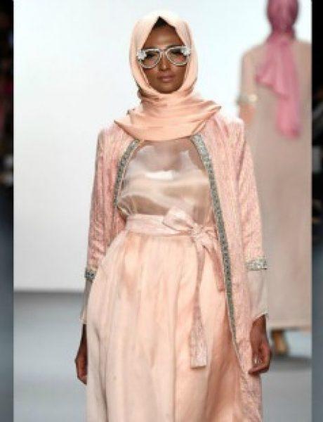 Aniesa Hasibuan: Prva dizajnerka koja je predstavila HIDŽAB na Nedelji mode