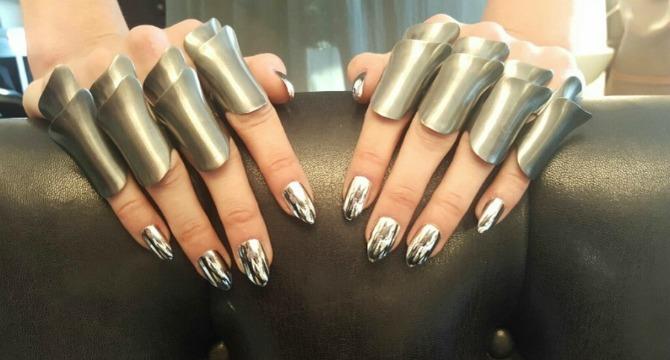 dzidzi hadid nokti Hromirani nokti: Sjajni trend koji osvaja Instagram