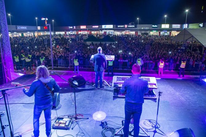 Koncert Sase Matica na otvaranju Shoppi Reatil Parka Shoppi groznica zahvatila levu obalu Dunava