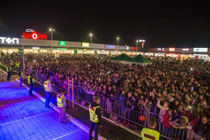 Nastup Sase Matica na otvaranju Shoppi Retail Parka Shoppi groznica zahvatila levu obalu Dunava