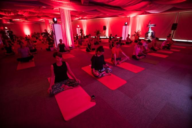 Reebok XChallenge joga trening 2 Čuveni instruktor joge oduševio Beograđane (FOTO)