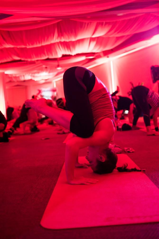 Reebok XChallenge joga trening 9 Čuveni instruktor joge oduševio Beograđane (FOTO)