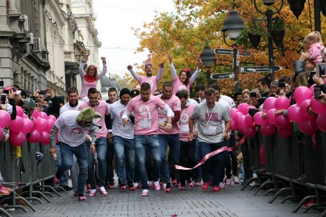 avon ruzicasti bazar 2 Muškarci na štiklama i ove godine podržali borbu protiv raka dojke