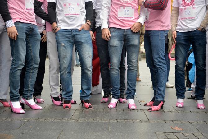 avon ruzicasti bazar 3 Muškarci na štiklama i ove godine podržali borbu protiv raka dojke