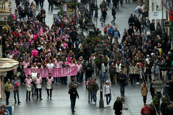 avon ruzicasti bazar 4 Muškarci na štiklama i ove godine podržali borbu protiv raka dojke
