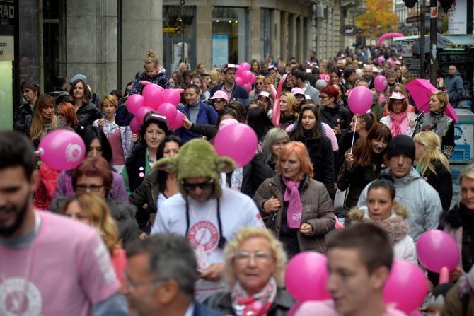 avon ruzicasti bazar 6 Muškarci na štiklama i ove godine podržali borbu protiv raka dojke