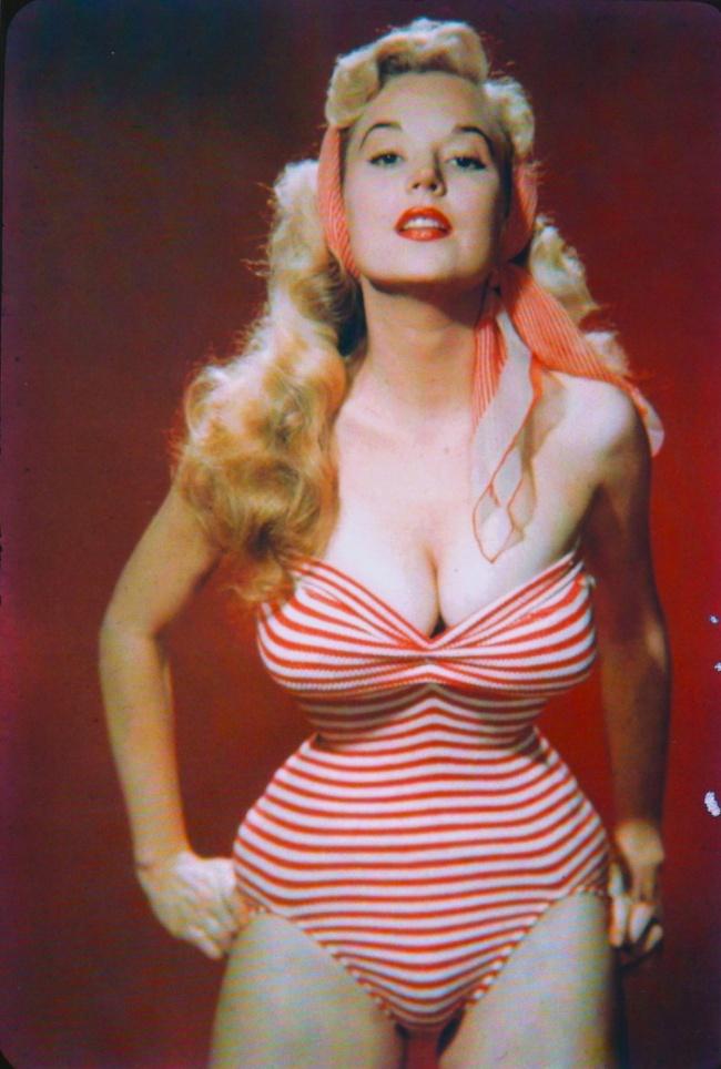 beti 1 Beti Brosmer: Model ultra uskog struka koji je osvojio svet 50 tih godina