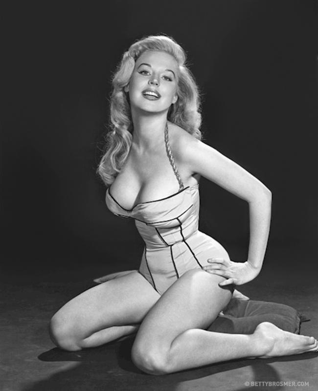 beti 21 Beti Brosmer: Model ultra uskog struka koji je osvojio svet 50 tih godina