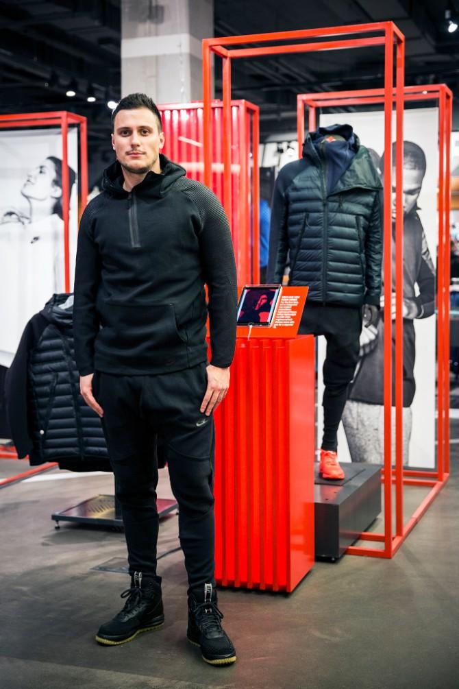 Glumac Nikola Glisic Svečano predstavljena ekskluzivna Nike Sportswear Aeroloft kolekcija